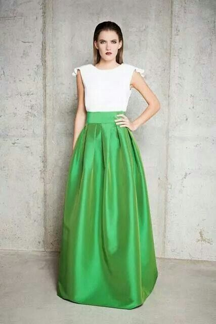Sencilla y elegante falda con tablas