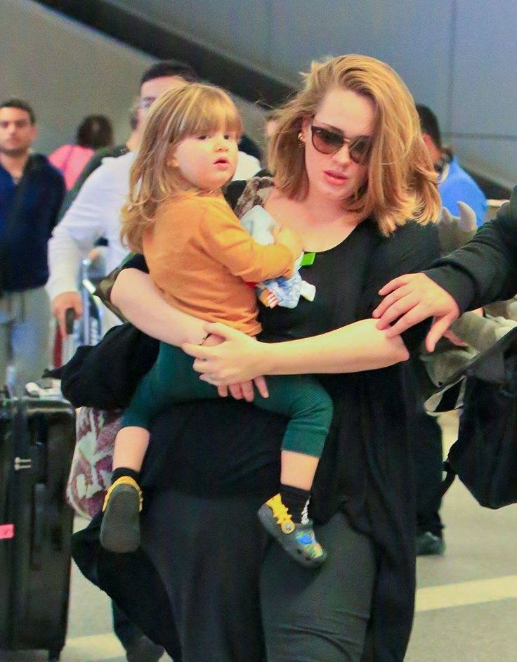 Adele upon arrival at the airport in LA yesterday ...