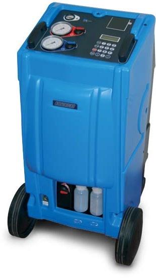 La estación de carga de aire acondicionado AC-250 de RSF MAQUINARIA esta diseñada para recuperar el refrigerante del sistema AC de vehículo. Soluciona los problemas causados por aceite congelado, aire y vapor de agua, reduce los efectos negativos como temperatura alta, congelación de mangueras, etc. Recarga el refrigerante reciclado después de la generación de vacío del sistema AC,  recupera, recicla, hace vacío, inyecta aceite y carga R134a de forma rápida y precisa.