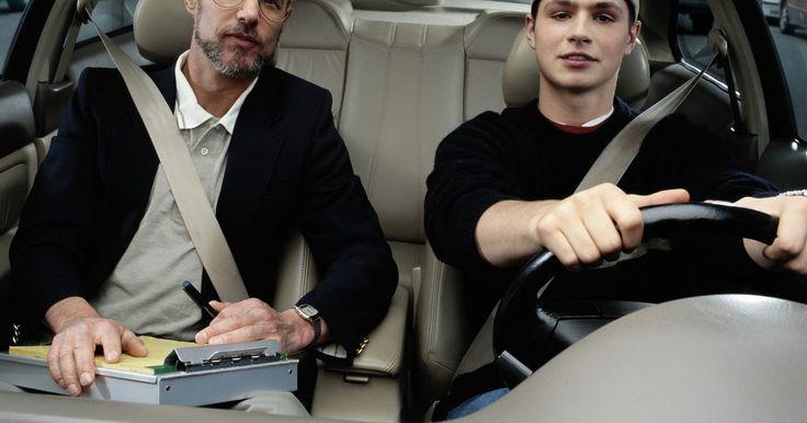 Cómo obtener una licencia de conducir en Nueva York. Cómo obtener una licencia de conducir en Nueva York. Para conducir un automóvil en el estado de Nueva York necesitas tener una licencia válida de otro estado o de otro país. Sigue estos sencillos pasos para obtener una licencia en el estado de Nueva York.