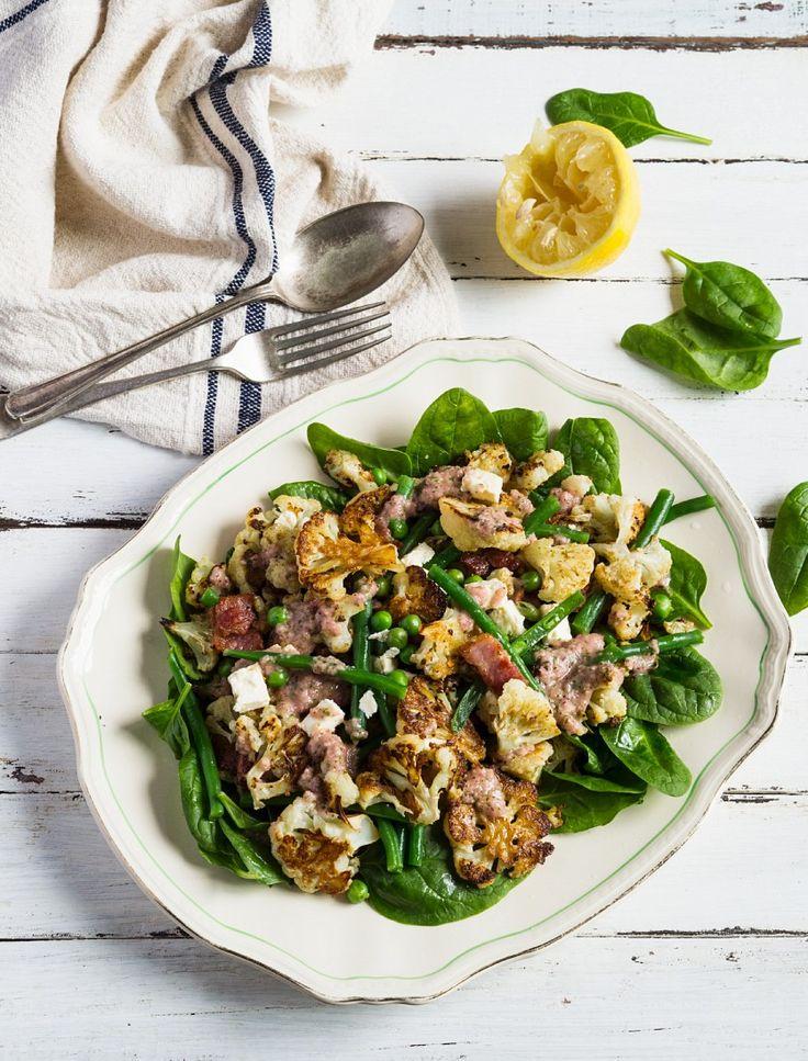 Blumenkohlsalat mit Speck, Bohnen, Erbsen und Feta | Zeit: 25 Min. | http://eatsmarter.de/rezepte/blumenkohlsalat-mit-speck-bohnen-erbsen-und-feta