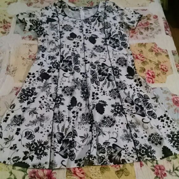 NWOT Spring and Summer black and white dress White and black with black trim dress petite Dresses