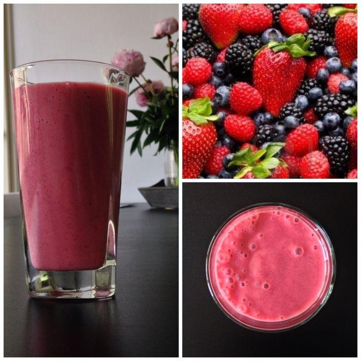 Goedemorgen! We beginnen de week fris en fruitig met een gezonde boost voor de buik. Molkosan supersmoothie: frambozen - bosbessen - aardbeien - bramen - yoghurt - 10 ml Molkosan fruit #gezond #health #healthy #food #ontbijt #recept #smoothie #molkosan #natuurlijk