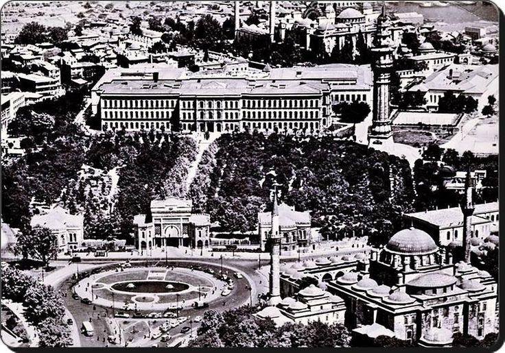 Beyazıt meydanı ve İstanbul Üniversitesi - 1950 ler