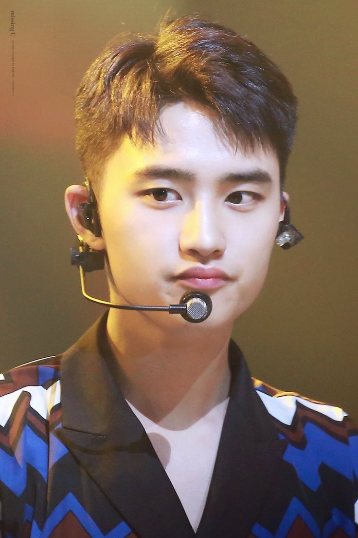 Kyungsoo looks so cute here