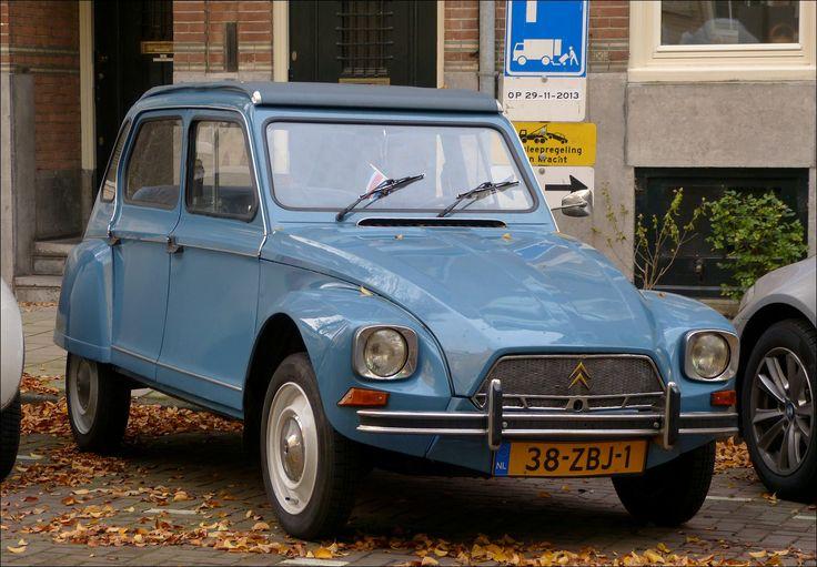 De opvolger van de 2CV was deze Dyane... 1967-1983. Hier in de Nicolaas Maesstraat in Amsterdam...