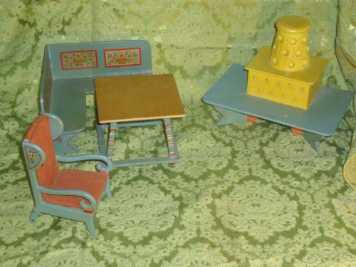 Puppenstubenmoebel-Bauernzimmer-um-1920-Ofen-Sitzbank-Tisch-Ohrenbackensessel