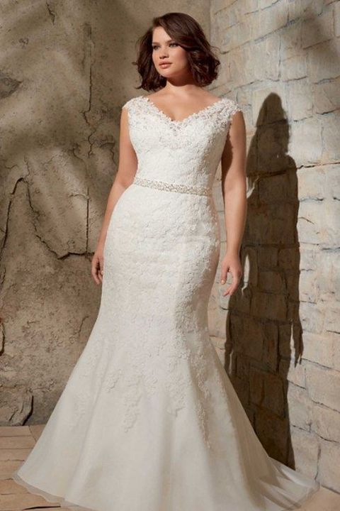 41 Adorable Plus Size Wedding Gowns That Excite-If you are a curvy bride, this roundup is for you because it's full of gorgeous plus size wedding dresses! Don't be afraid of any types of gowns.