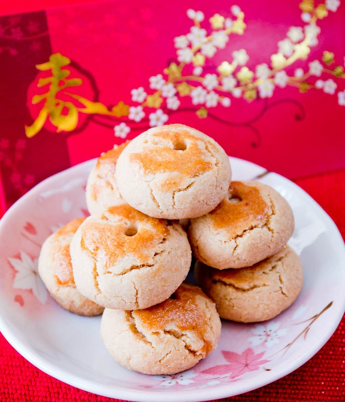 Peaches and Donuts: Chinese New Year Almond Cookies