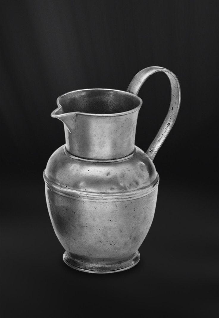 Pewter Pitcher - Height: 19 cm (7,5″) - Food Safe Product - #jug #pitcher #pewter #brocca #caraffa #peltro #krug #zinn #zinnkrug #étain #etain #pichet #peltre #tinn #олово #оловянный #tableware #dinnerware #drinkware #table #accessories #decor #design #bottega #peltro #GT #italian #handmade #made #italy #artisans #craftsmanship #craftsman #primitive #vintage #antique