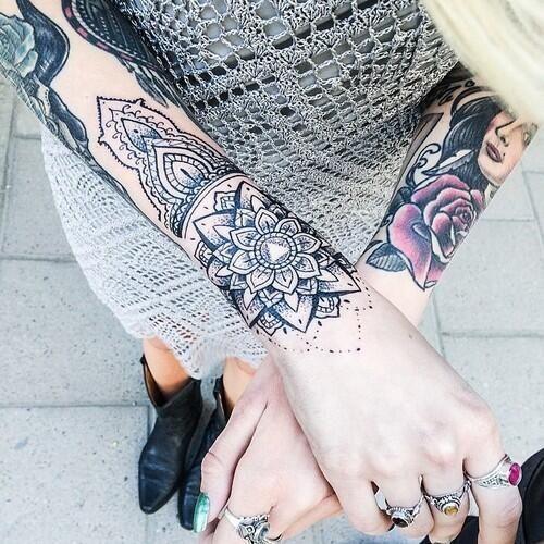 Encre, Tatouage Manchette Femme, Femme Tatouage, Tatouage Poignet Mandala, Mandala Manchette, Poignet Plus, Haut Stechen, Mandala Féminin, Support Éphémère