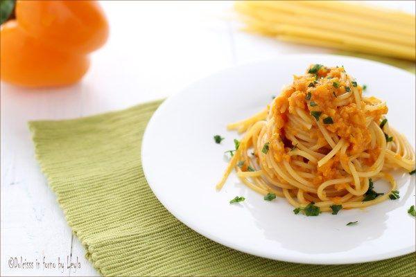 Spaghetti alla crema di peperoni: un primo piatto molto cremoso, veloce e profumato. Adatto anche per chi segue un regime alimentare controllato.