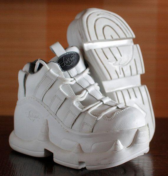M s de 25 ideas bonitas sobre zapatos de plataforma en for Zapatillas paredes anos 90