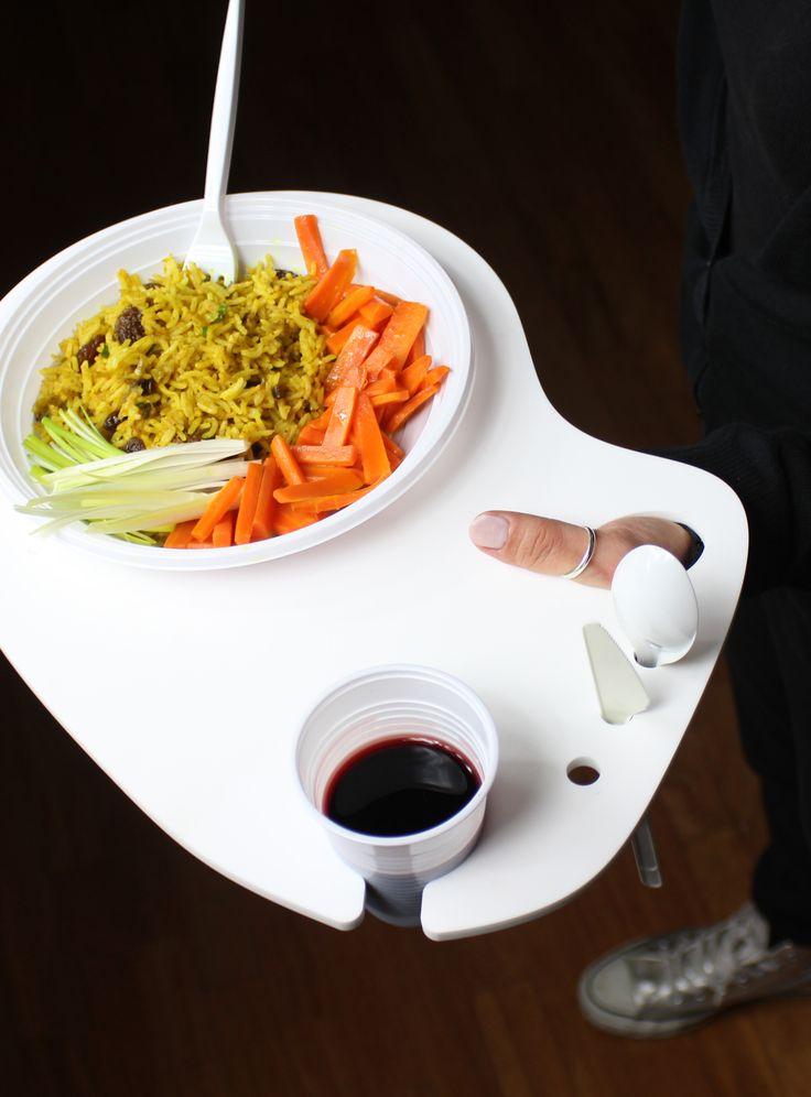 POLLICINO. Vassoio porta piatto a pollice nella variante in Corian® DuPont. www.futility.it