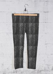 Black And White Capris: What a beautiful product!