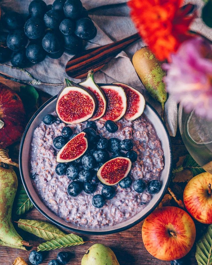 "907 aprecieri, 30 comentarii - Kathrin (@klaraslife) pe Instagram: ""Good Morning Lovelies! Weekend is over. And I craving for Blackberry Overnight Oats with figs and…"""