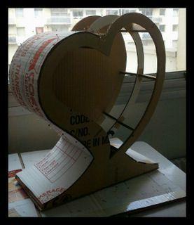 Pour un joli mariage, urne en carton recyclé réalisée à partir du patron gratuit et du tuto de l'Atelier Chez Soi : http://www.atelierchezsoi.fr