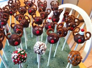Reindeer Cakepops... can't wait to make these with my new Cakepop maker!!