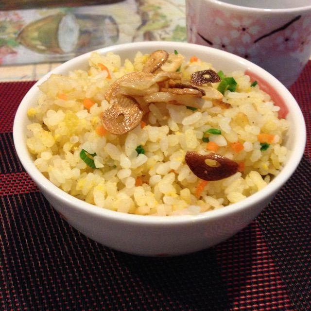 Japanese Garlic Fried Rice Recipe - coasterkitchen - Dayre