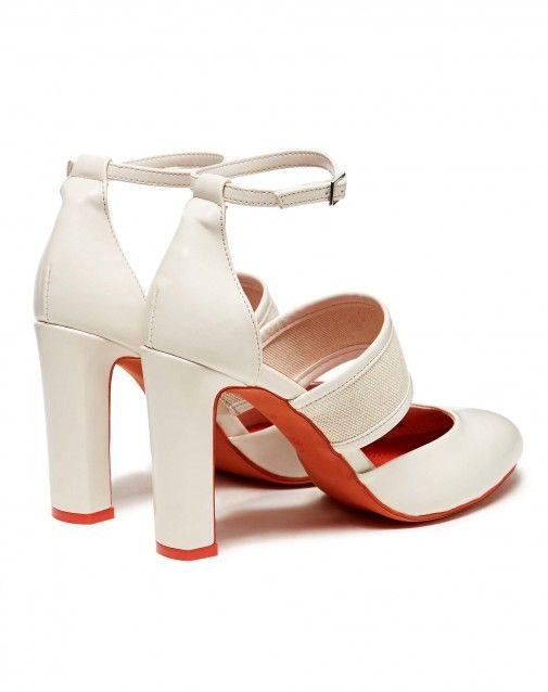 Sandales pointues avec talon large, lacet réglable à la cheville et bride.