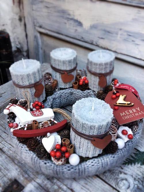 Az adventi koszorú nem hiányozhat a karácsonyi dekorációból, amit ez a kötött megoldás még különlegesebbé tesz!