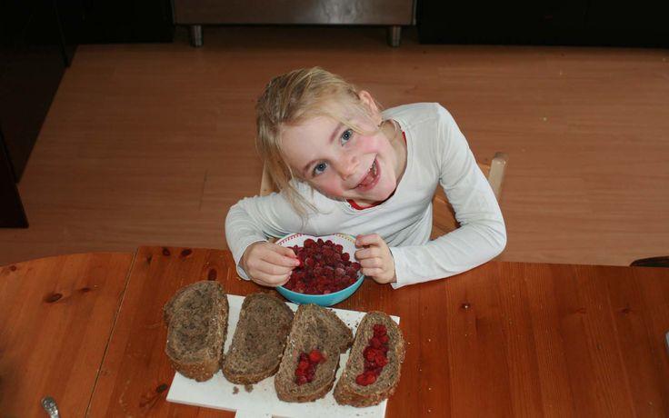 Gevulde frambozenbroodje gemaakt door Jobke. Recept komt uit Jamie's superfood van Jamie Olivier