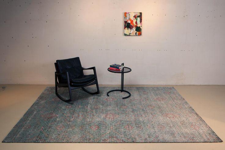 Der Tibey Liara hat trotz seiner farblichen Vielfalt eine sehr dezente und harmonische Ausstrahlung. Dank seiner besonderen Knüpftechnik rücken die Muster und Farben dieses Designerteppichs leicht in den Hintergrund – so entsteht die elegante Optik dieses besonderen Teppichs.