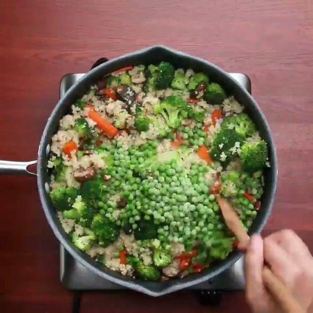 681 отметок «Нравится», 18 комментариев — ПРАВИЛЬНОЕ ПИТАНИЕ, РЕЦЕПТЫ (@pp_skill) в Instagram: «Супер-полезный обед: киноа с овощами  можно заменить на булгур/кус-кус/птитим и т.п. )…»