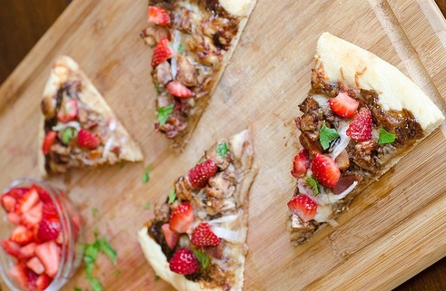 Balsamic Strawberry And Chicken Pizza With Sweet Onions And Smoked ...