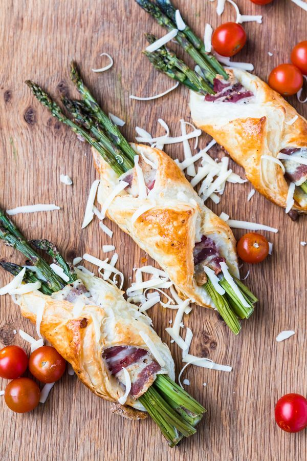 These bacon and asparagus parcels make a great snack. They are simple to prepare but sophisticated enough for a large crowd.