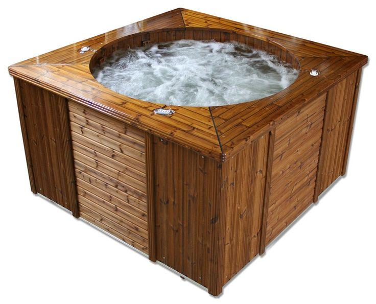 AquaStar 150 är ett lyxigt spabad som tillverkas i värmebehandlad furu (ThermoWood).