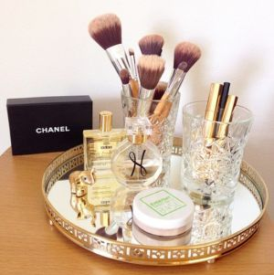 Easy & pretty ways to organize your makeup
