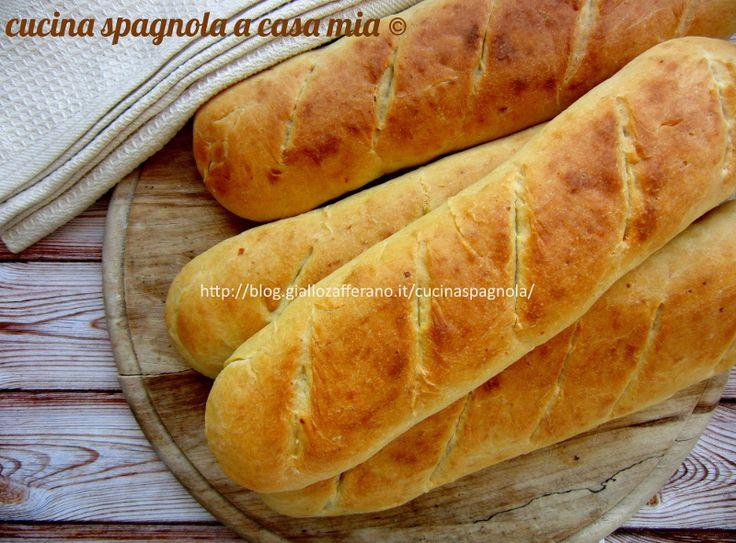 Pane alla ricotta, ricetta con impasto a mano molto semplice da fare. Per accompagnare i pasti o da farcire con salumi, Nutella o marmellata.