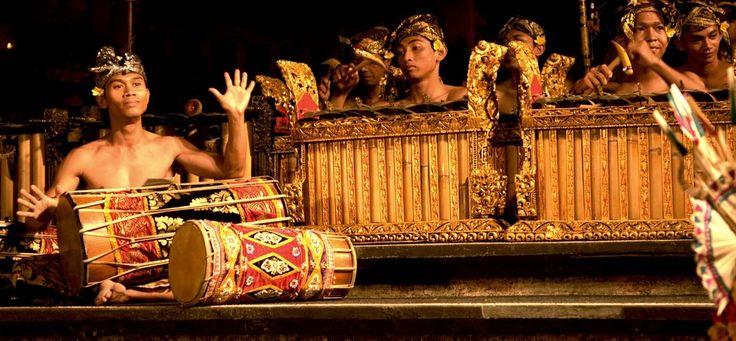 Download Instrument Gamelan Bali MP3, Instrumen yang disuguhkan cukup kontras dari apa yang dihasilkan oleh Gamelan Jawa, Musik Tradisional Bali Indonesia