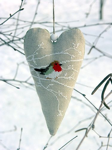 shabby chic country style embroidered robin heart christmas decoration idea Sans titre