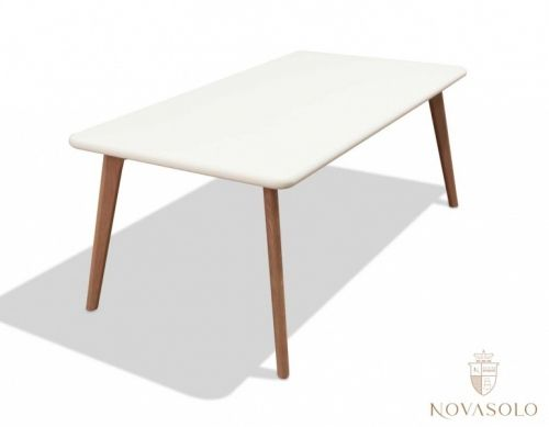 Tøft og moderne Vigo sofabord med en matt og delikat finish med ben i solid eik.
