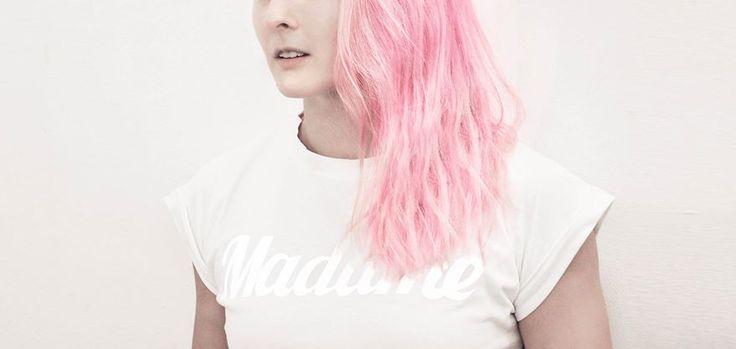 MADAME tee pink hair