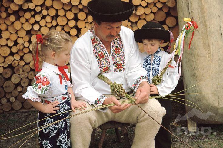 slovak-folk-costumes: Fačkov village, Považie region, Western Slovakia.