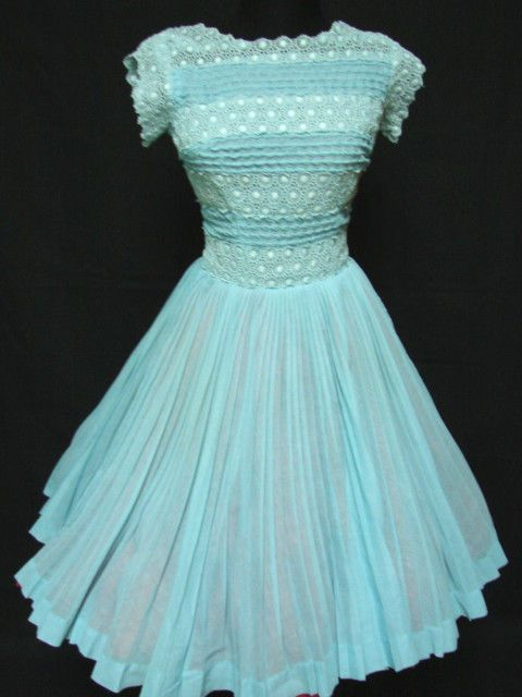 FAB 1950s Vintage CARLYE SMOCKED - LACE DETAILED CIRCLE PARTY DRESS