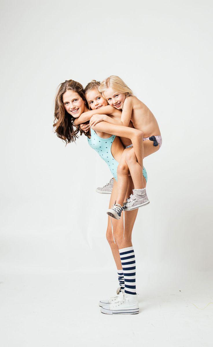trikini niña, TO THE MOON es una marca de bañadores de niños y jóvenes. Girl's trikinis  and swimsuits. Made in Spain. Shop online. Eorld wide shipping. #swimwear #swimwearkids #bañadorniña #bañoniños #kidsfashion