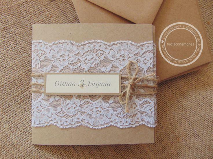 Invitaciones de boda hechas a mano con blonda en puntilla de encaje y papel kraft marrón reciclado  Diseño de Tu día Con Amor