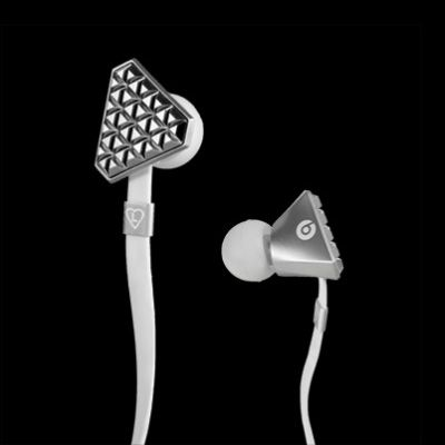 Sound is Fashion Heartbeats by Lady Gaga are holistically designed to deliver the soundtrack of your life with clarity and power, as well as satisfy your passion for fashion.