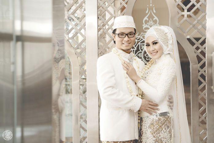 Hijab wedding photoshoot | Winda & Chandra by Iloveyoumost | http://www.bridestory.com/iloveyoumost/projects/winda-chandra