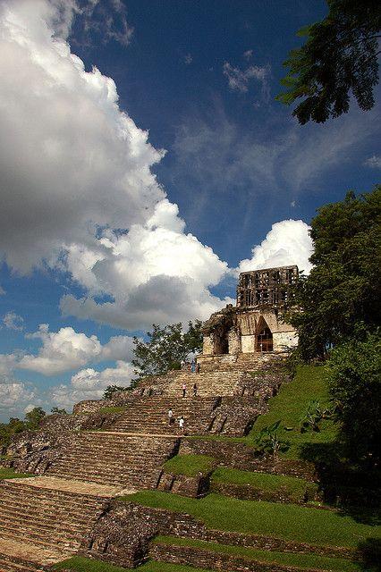 #Palenque, ciudad maya cuyas increíbles construcciones sobreviven al paso de los años. Misterios que llenan el aire de energías desconocidas, en #Chiapas.