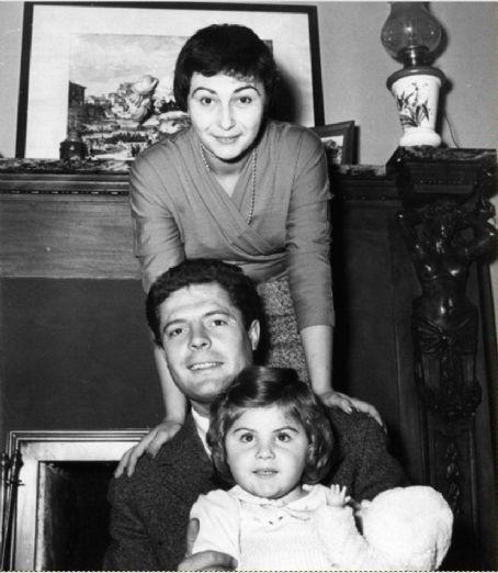 Marcello Mastroianni , Flora Carabella and , Barbara Mastroianni