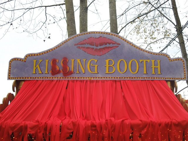 the killing booth...Halloween Forum member eblore                                                                                                                                                                                 More