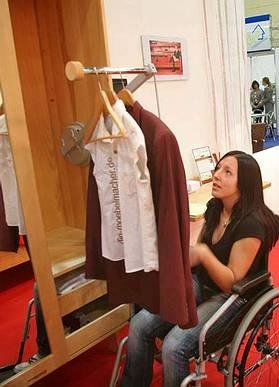 Kleiderlift und gut zugängliche Fachböden http://www.die-moebelmacher.de/aktuell/veranstaltungen/hoga09.html
