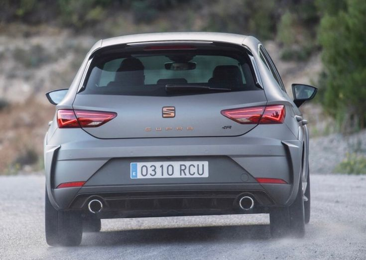 After its introduction at the 2017 IAA in Frankfurt, the new SEAT Leon CUPRA R unveils all its secrets that not only make it a unique, exceptional and exclusive model but also make it the most powerful road car ever manufactured by the Spanish brand. There is also a new exhaust system, and in the 310 PS manual version, tougher engine and gearbox mounts. Michelin Sport CUP 2 tyres are also available as an optional extra. You can order the Cupra R very soon. The price is taking nearly 40.000€.