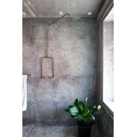 O cimento queimado é uma tendência absoluta e fica bem em qualquer ambiente – confira 28 banheiros com o revestimento