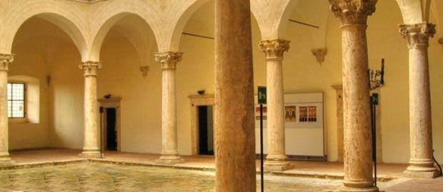 #palazzopiccolominipienza e la piazza perfetta : http://dress-art.it/blog/palazzo-piccolomini-pienza/
